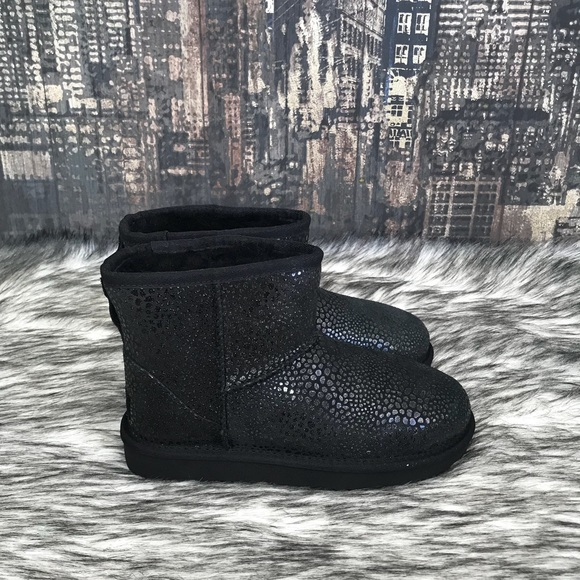 5699ecc42e5 🚨 SALE!! 🚨✨New Women's UGG Mini Glitzy in Black